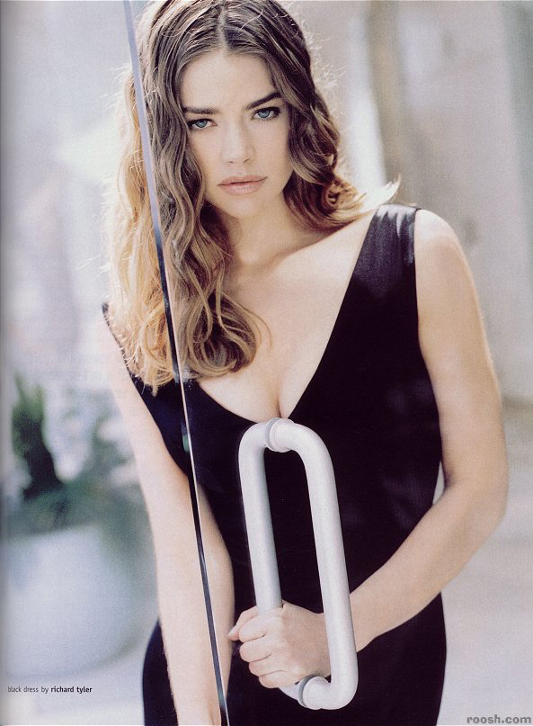 BabeStop - World's Largest Babe Site - denise_richards083.jpg